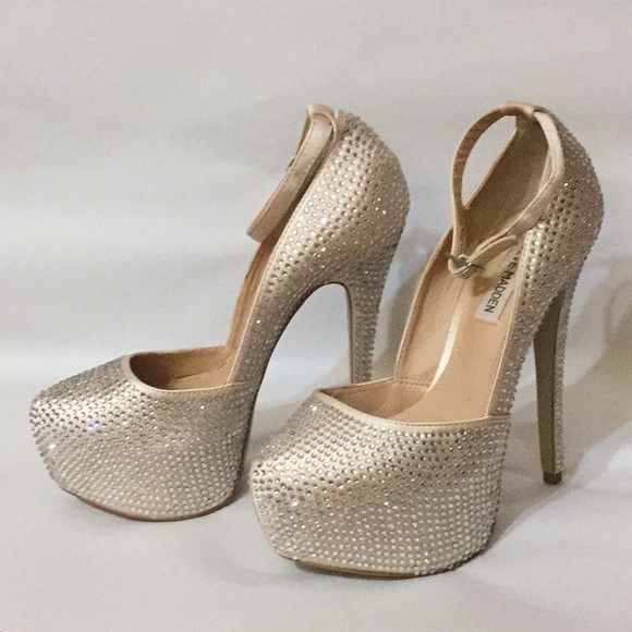 080092a5f2e Steve Madden Deeny R Rhinestone Pums Size 7.5M. M 5a9a016f8df470e64ebee32b.  Other Shoes ...